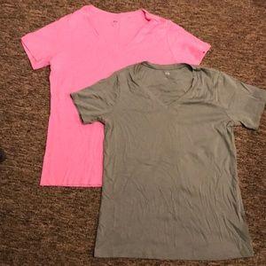 Uniqlo t shirt bundle